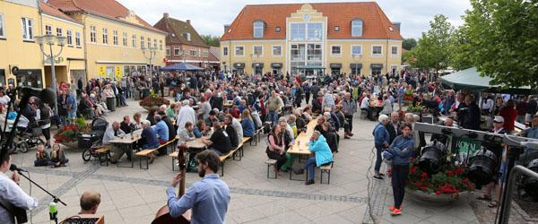 Sort af mennesker til Open by Night i Sæby