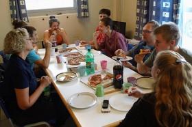 Farum og co spiser pizza