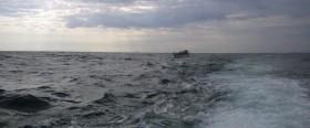 Sejlbåd med knækket mast