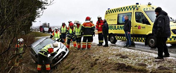 Bil endte i grøften på Dybvadvej…