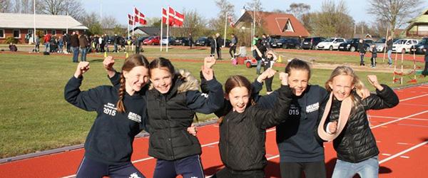 Solen skinnede på atleterne i Sæby