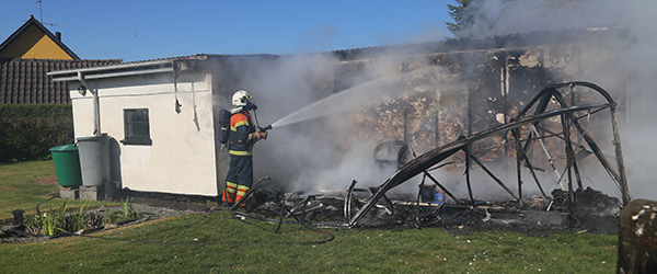 Brand i drivhus på Rugholmsvej i Dybvad