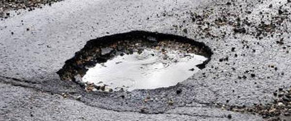 Fortæl kommunen, hvis du<br> er træt af huller i vejen