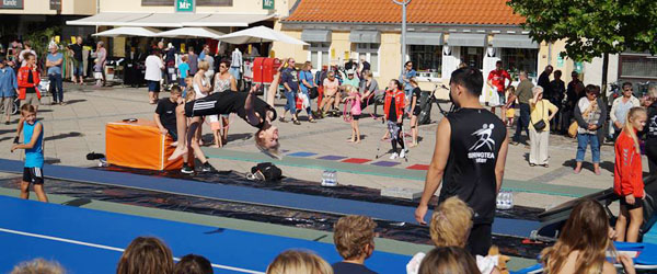 Springteam Sæby lavede opvisning på Sæby Torv