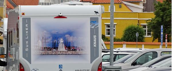 Flot rullende reklame for<br> Sæby og Fruen Fra Havet