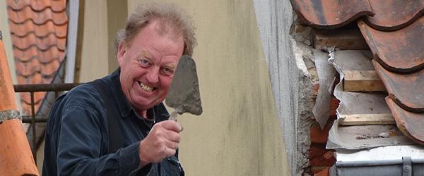 Langs Vejen: Bakke Mureren<br> pynter på Sæbys gamle bydel