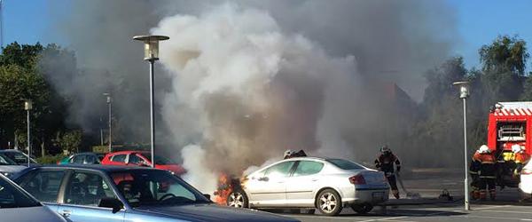 Personbil brød i brand ved<br> SuperBrugsen i Sæby