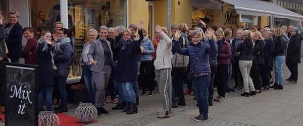 Fuldt hus til modeshow<br> hos Mix-it i Sæby