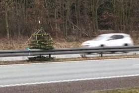 Julepynt på Hirtshalsmotorvejen - fra TV2 Nord