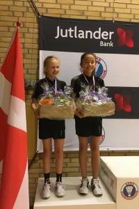 Dicte Dalberg Jensen og Kristine Fauerholt Jensen vinder en flot 2nd plads.