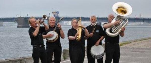 Limfjorden Sønner spiller<br> i Lanternens Gårdhave