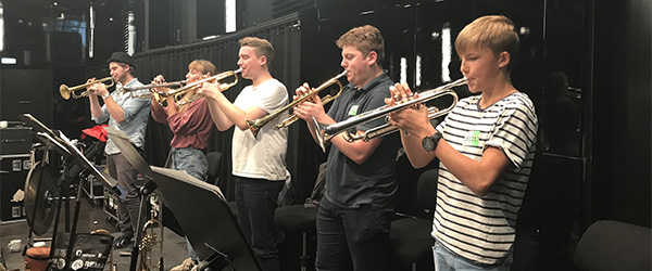 Musikskoleelever besøger DR Byen og spiller med bigbandet