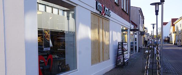 Mærkevarer og træfigurer stjålet hos Kop & Kande