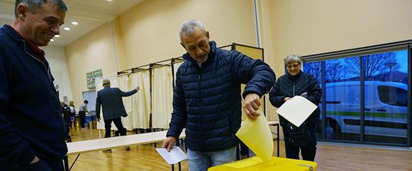 Vælgerne strømmede til for at stemme