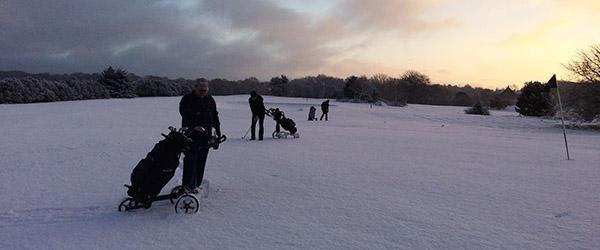 Golfklubben: <br>De spiller i snevejr