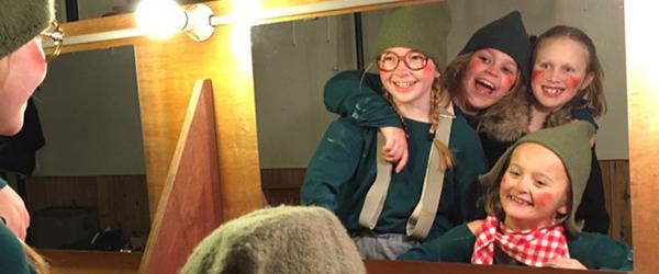 """Sæby Scenens yngste i """"Teaternissernes jul"""""""