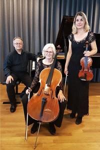 """""""Matadortrioen"""" er skabt af tre musikere fra Aalborg Symfoniorkester til at spille til matine' i riddersalen på Sæbygård."""