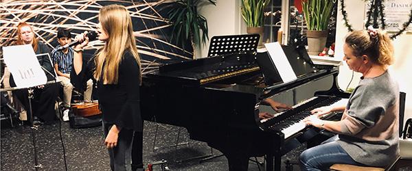 Musikskolen spiller og synger julen ind over hele kommunen