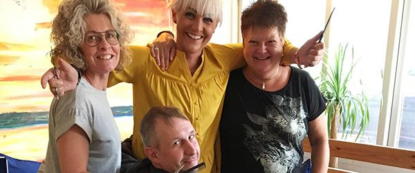 De hjemløse fik håret sat af Hårmix i Sæby