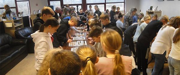 100 elever på Privatskolen spillede skak