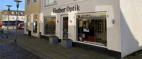 Vinther Optik i Sæby lukker på fredag