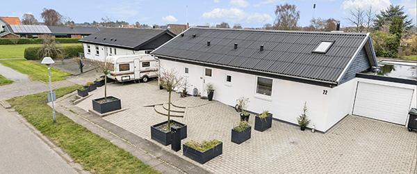 Moderniseret villa på lukket vej nær Sæby Skole – energivenlige opdateringer