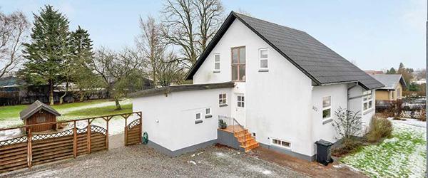 Velholdt villa med stor garage i Dybvad