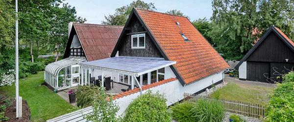 Nybolig Sæby: Hyggelig villa med dejlig lyst, stort køkken/alrum