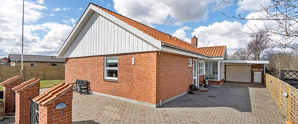 Villa med central og yderst attraktiv placering nær Sæby bymidte