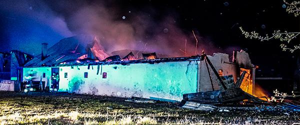 Voldsom brand på Kildevej i Sæby i nat