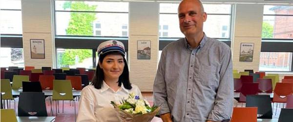 Frederikshavn Handelsskole har i formiddag fået årets første HHX- og EUX og EUD-studenter