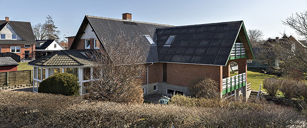 Rummelig villa på dobbeltgrund i Hørby – skøn udsigt!