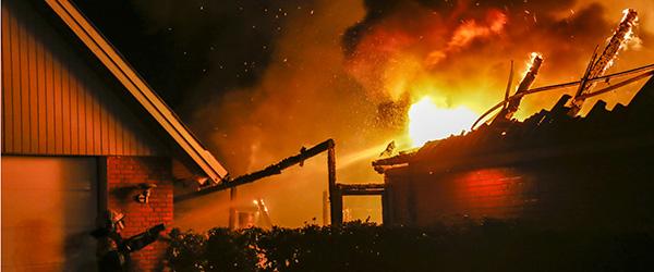 Voldsom brand raserede hus i Hørby i nat