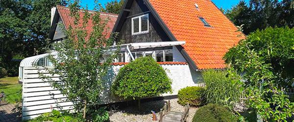Hyggelig villa med dejlig lyst, stort køkken/alrum